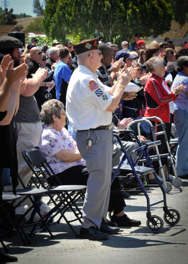 Veterans and others enjoyed the ceremony 731x1024 Hundreds Attend Antioch Memorial Day Ceremony