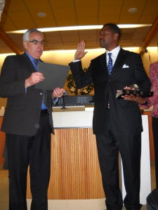 Dr Gill gives oath to Wade Harper 225x300 Harper sworn in as Mayor, Antioch Council will appoint new council member to fill his council seat