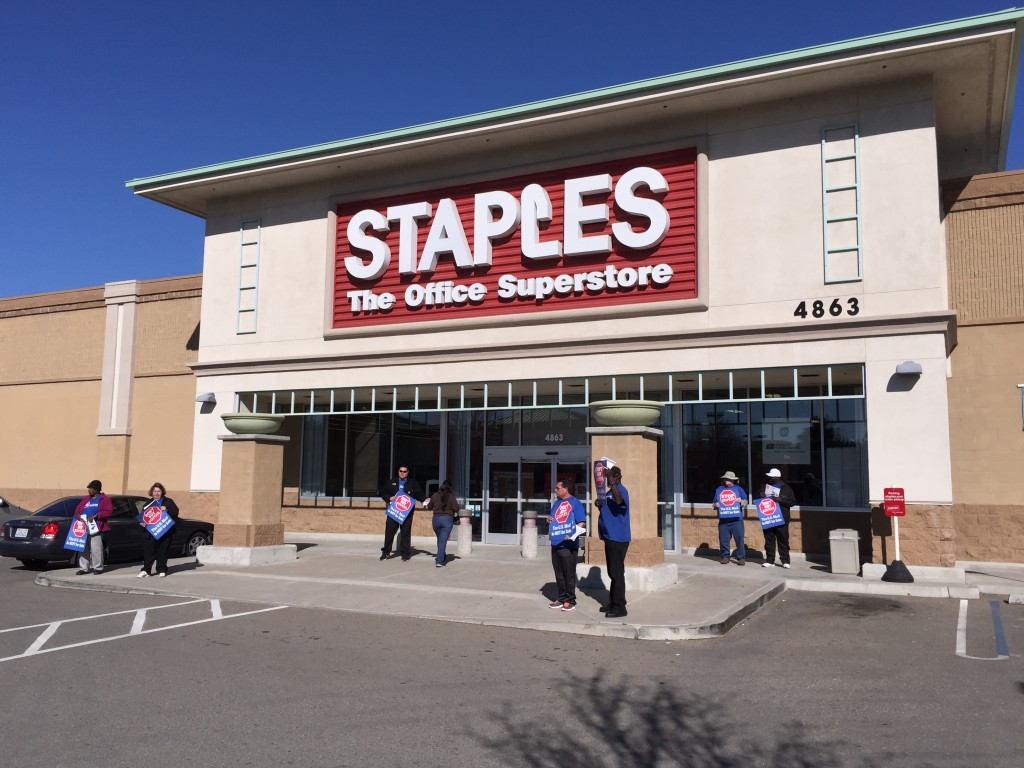 Staples protest 1024x768 Postal workers stage on going protest at Antioch Staples, want Postal workers handling mail