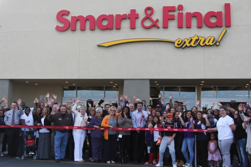 Smart Final Antioch Store Mgr Robert Scholl 1024x682 New Smart & Final extra! store officially opens in Antioch