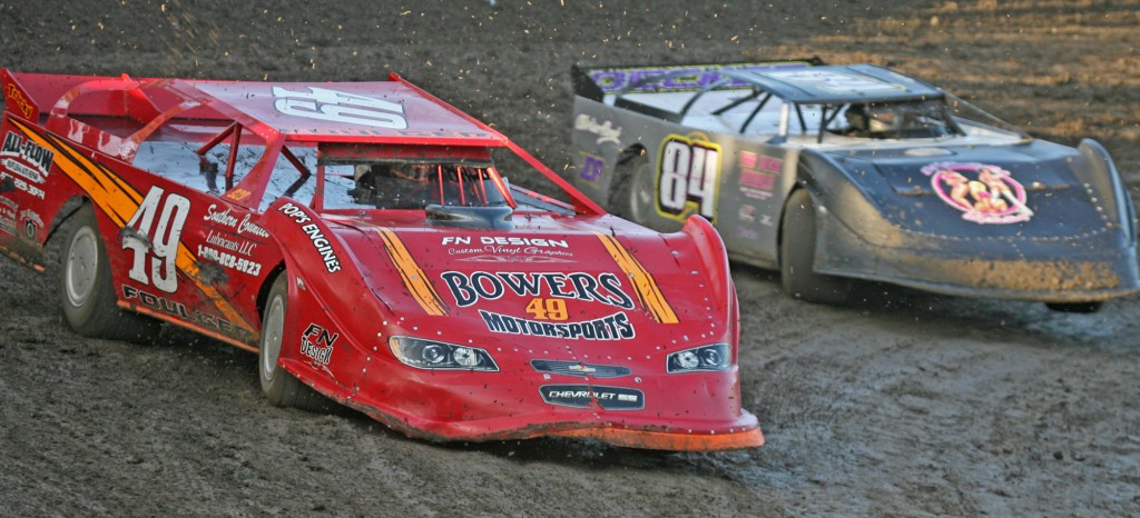 071115AntiochSpeedway FoulgerDecker02a 1024x466 Foulger wins again at Antioch Speedway: four time champ tops DIRTcar Late Model Stock Car field, Templeton wins with Mom along for the ride, Lumpy Sturgill honored with memorial lap