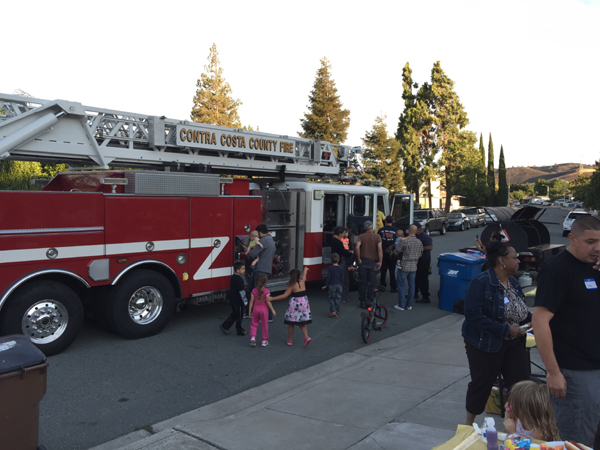 NNO 2015 Tompkins Way firetruck Antioch residents participate in National Night Out for neighborhood safety