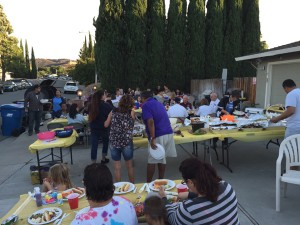 NNO 2015 Tompkins Way potluck 300x225 Antioch residents participate in National Night Out for neighborhood safety