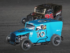 ANTIOCH SPEEDWAY (091315) Matt Sargent (25) passes Adam Teves in Dwarf Car feature action. (Photo by Paul Gould, Track Photographer)