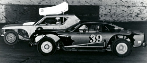Jerry Hetrick #9a spots Tommy Thompson #39 pulling alongside him in 1980.  Photo from Tommy Thomson collection.