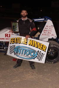 Marcus Smith #20 served notice that he is here to win the Wingless Spec Sprint championship as he won for the second tome. Photo by Paul Gould